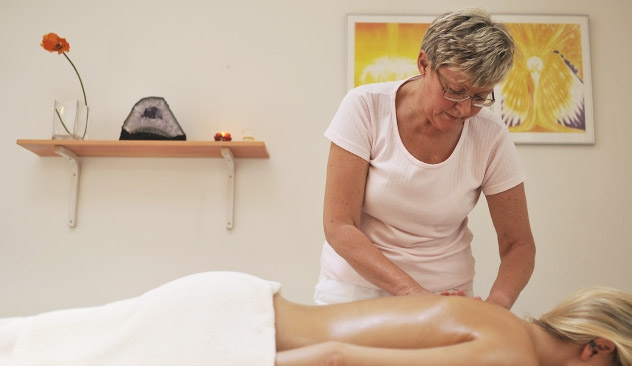 Massage. Anne Loua Esbjørn. Ro. Balance. Æteriske olier. Alternative Behandlere Net